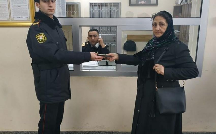 Bakıda polis yerdən 307 manat tapdı