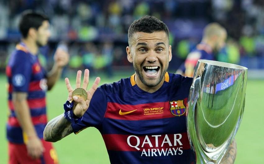 Дани Алвес покидает Барселону