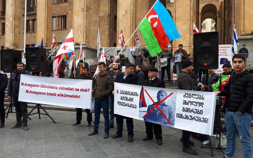 Azerbaijanis and Georgians stage joint action outside Georgian parliament - PHOTO - UPDATED