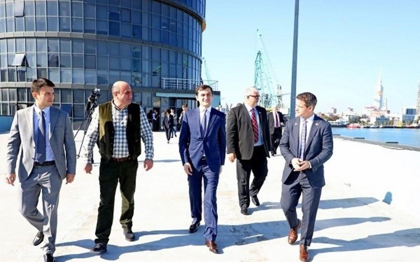 ABŞ konqresmenləri Gürcüstanda Azərbaycanın tərəfdaşı olduğu terminalın inşası ilə tanış olublar
