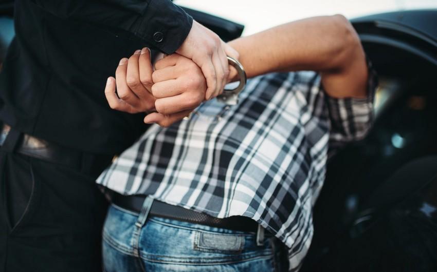 Polis sərxoş vəziyyətdə azad olunan ərazilərə keçmək istəyənləri saxladı