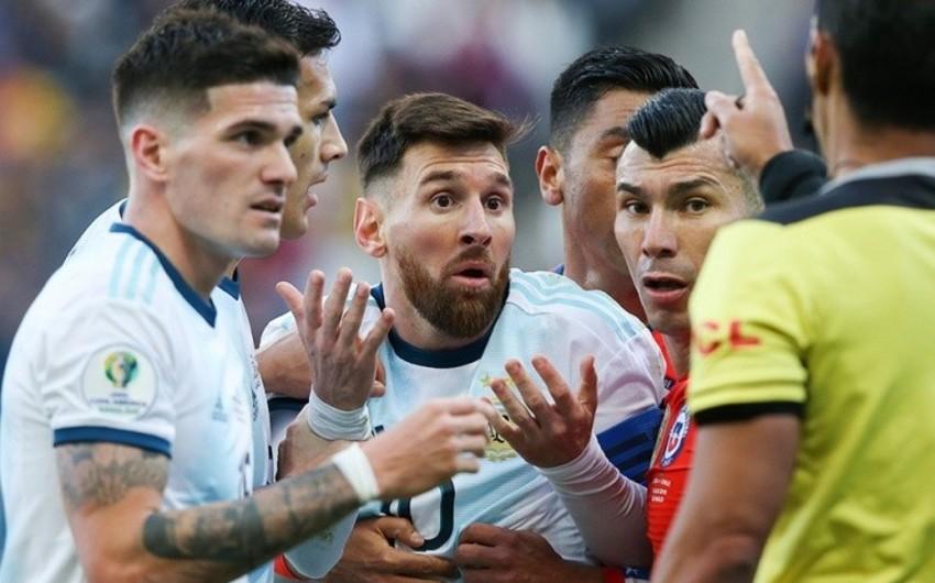 Месси во второй раз в карьере удалили в матче с Чили - ВИДЕО