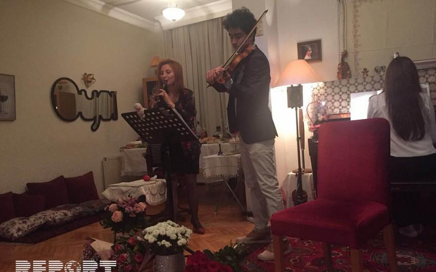 Türkiyəli opera ifaçısı Oya Ergünevində konsert verib