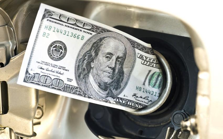 Стоимость нефти усиливает снижение на неожиданном росте запасов в США