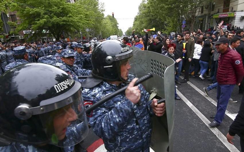 Армянская оппозиция захватила здания мэрии городов Гюмри и Маралик