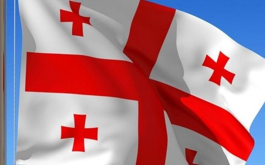 Gürcüstanda Sovet İşğalı günü münasibəti ilə dövlət bayraqları endirilib