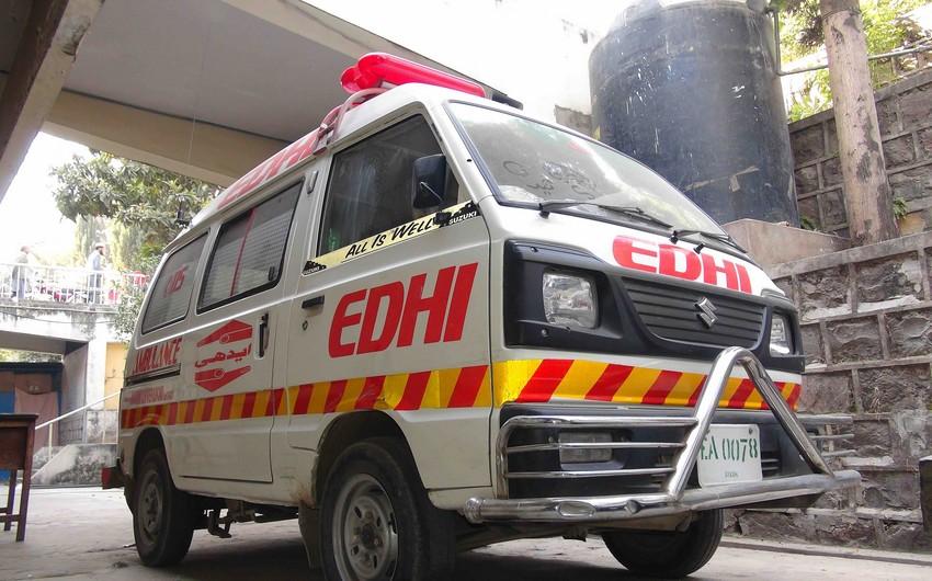 Pakistanda mikroavtobus treyler ilə toqquşub, 7 nəfər ölüb