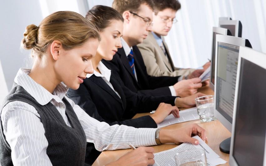 Azərbaycanda maliyyə sektorunda çalışanların sayı bu il 19% azalıb