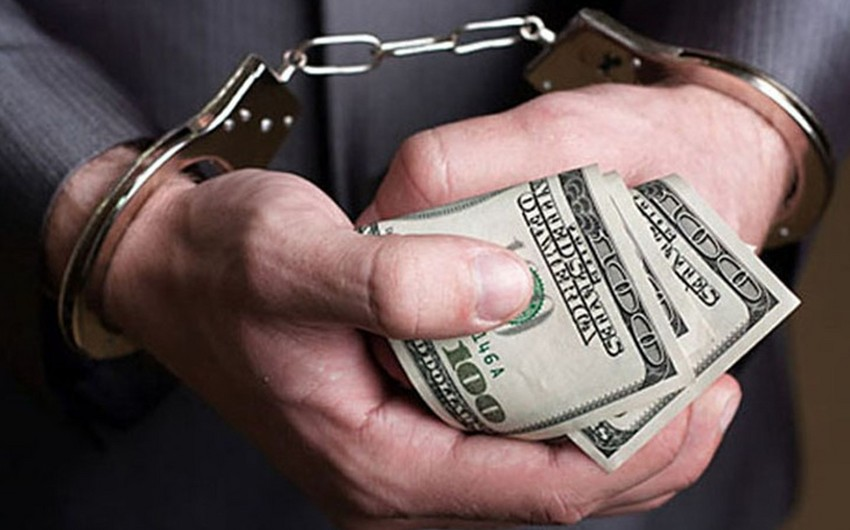 Azərbaycan vətəndaşı Ukrayna Milli Bankının departament direktoruna külli miqdarda rüşvət verərkən saxlanılıb