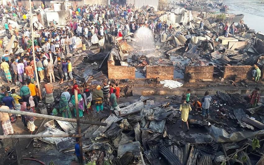Banqladeşdə daxmalarda yanğın zamanı 9 nəfər ölüb