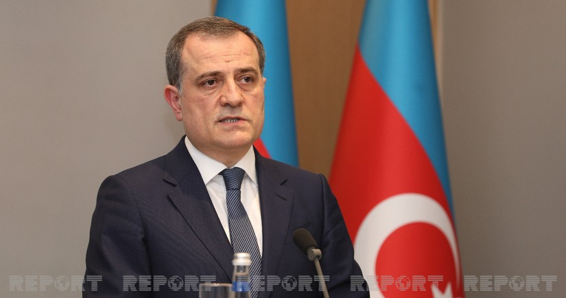 Azerbaijani FM continues telephone conversations