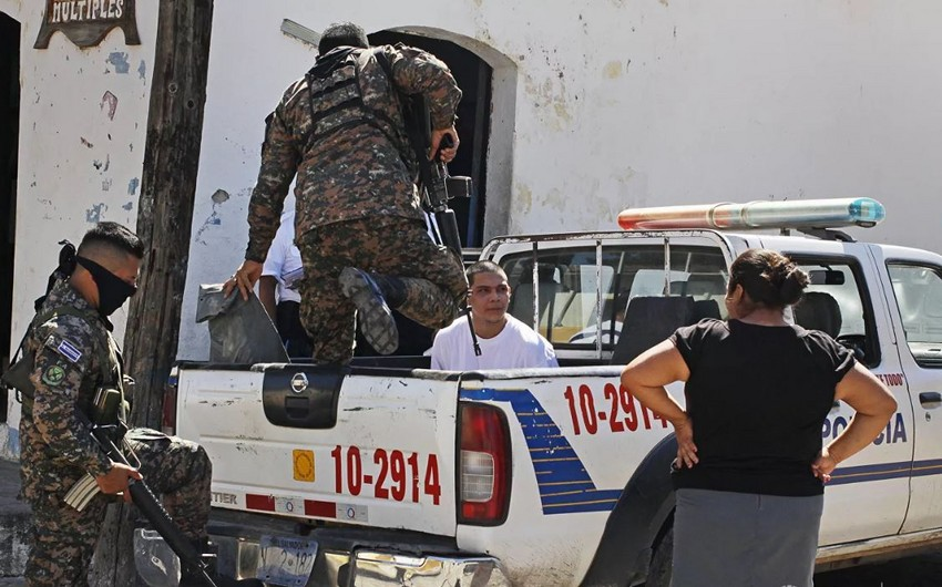 Salvadorda 18 polis əməkdaşı 48 qətl işi üzrə saxlanılıb