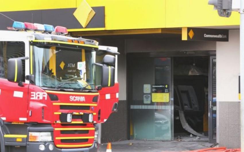 В результате пожара в банке Мельбурна пострадали более 20 человек, в том числе дети