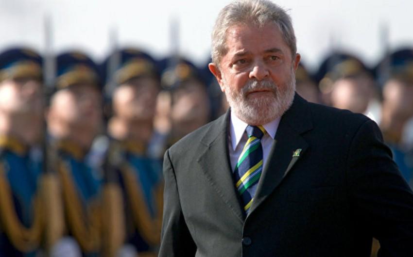 Braziliyada sabiq prezidentin maşın karvanı atəşə tutulub