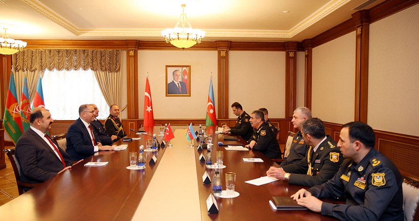 Defense minister reconfirms transition of Azerbaijani army to Turkish model