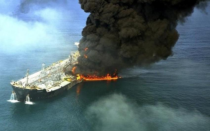 Kanar adaları yaxınlığında Rusiya tankeri yanır