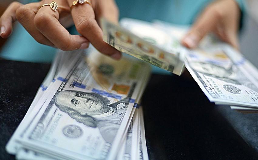 Azərbaycanda bankların əhaliyə nağd dollar satışı azalıb