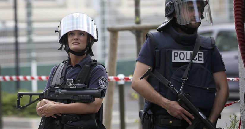 Fransada terror aktı hazırlamaqda şübhəli bilinən neonasistlər saxlanılıb