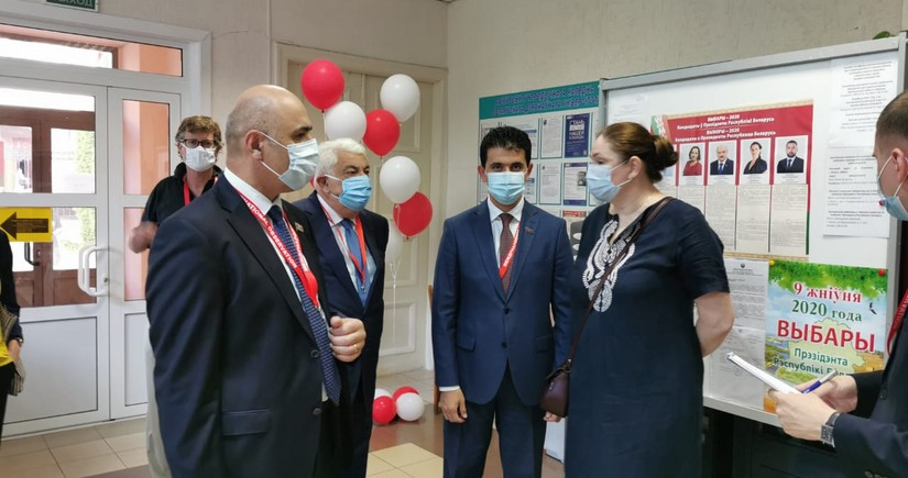 Азербайджанская делегация наблюдает за выборами в Беларуси