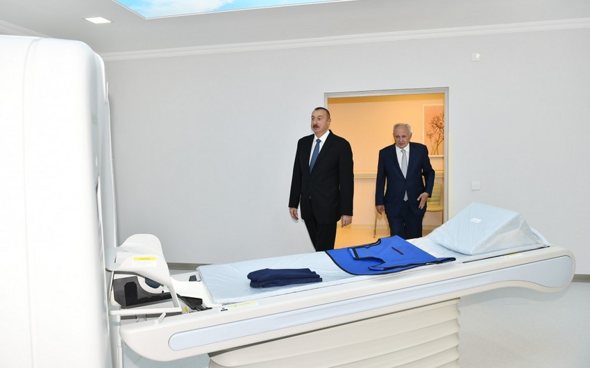 Prezident Neftçala Mərkəzi Rayon Xəstəxanasında yenidənqurmadan sonra yaradılan şəraitlə tanış olub