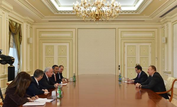 Президент Азербайджана принял делегацию во главе с министром иностранных дел Государства Палестина
