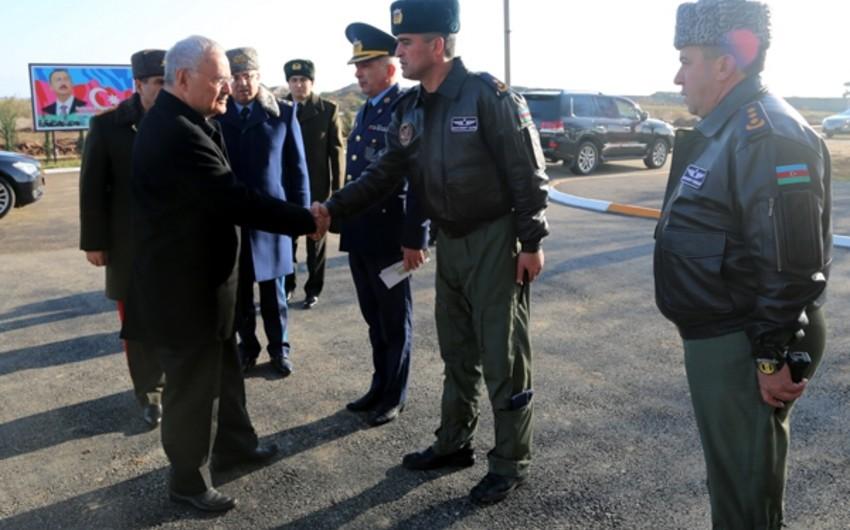 Премьер-министр Артур Расизаде посетил воинскую часть Военно-воздушных сил