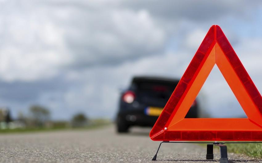 В Баку автомобиль посольства попал в аварию, есть пострадавшие