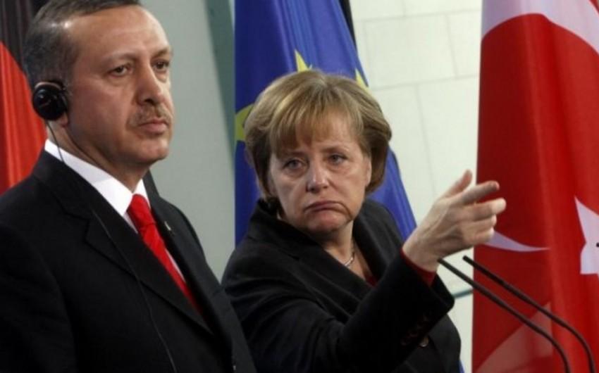 Merkel Türkiyəni Avropa İttifaqının tərkibində görmədiyini deyib