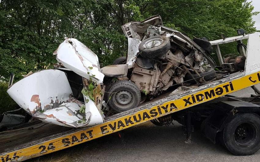 Ağdaşda ağır yol qəzası: Avtomobil iki hissəyə bölündü - VİDEO