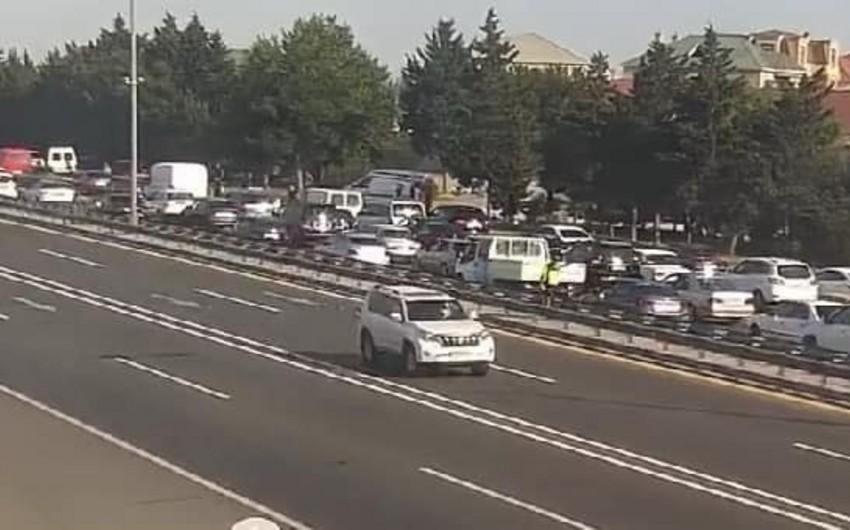 Bakıda yol qəzası olub, tıxac yaranıb - FOTO
