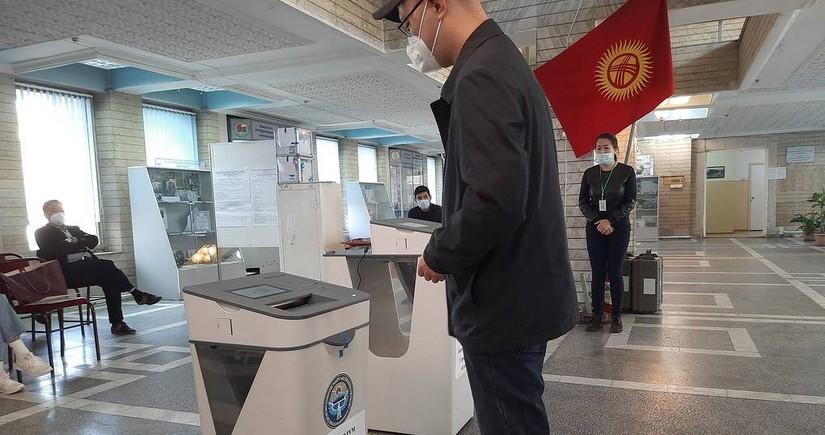 Qırğızıstanda yerli orqanlara seçkilər və konstitusiya referendumu keçirilir