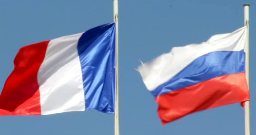 Россия и Франция тайно выслали дипломатов