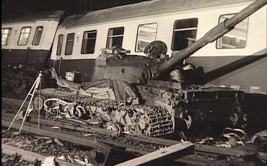 İsveçdə tank qatarla toqquşub, xəsarət alanlar var