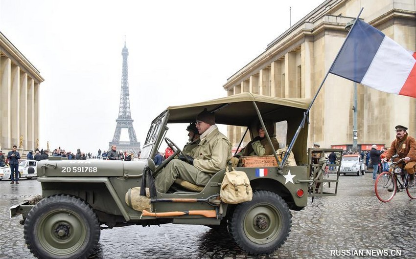 В Париже прошел 18-й парад ретро-автомобилей