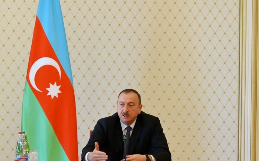 İslam Kərimov Prezident İlham Əliyevə məktub göndərib