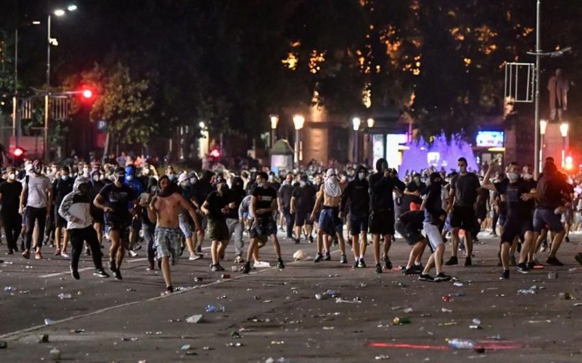 В Белграде разогнали протестующих перед зданием парламента