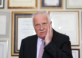 Çexiyanın eks-prezidenti maskaya görə yenidəncərimələndi