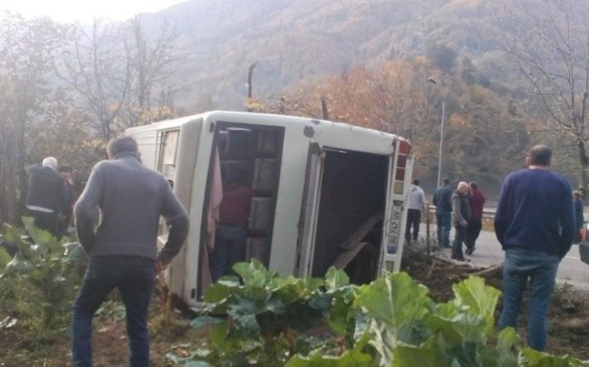 Gürcüstanda avtobus aşıb, xəsarət alanlar var - ƏLAVƏ OLUNUB