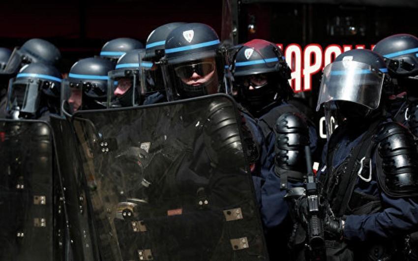 Parisdə nümayişlər zamanı üç polis xəsarət alıb