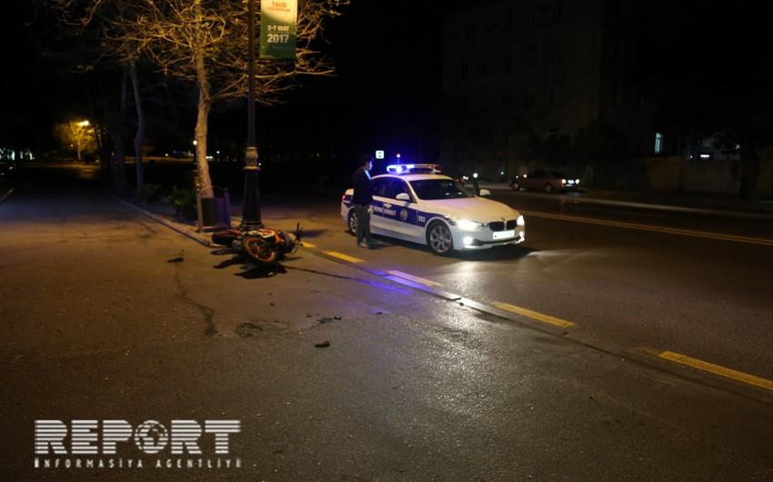 В Бинагади мотоцикл столкнулся с BMW, пострадали двое