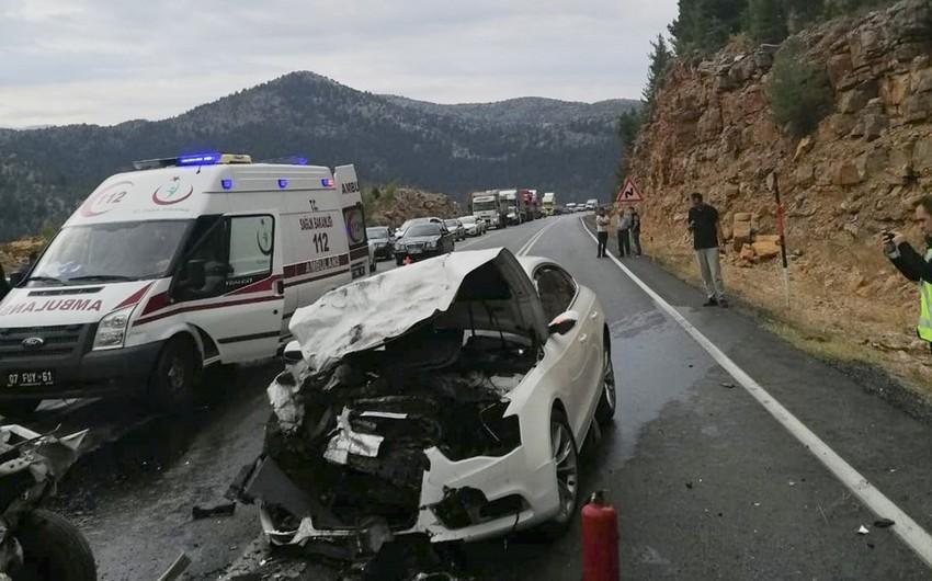 Türkiyədə ağır yol qəzası baş verib, 4 nəfər ölüb, 2 nəfər yaralanıb