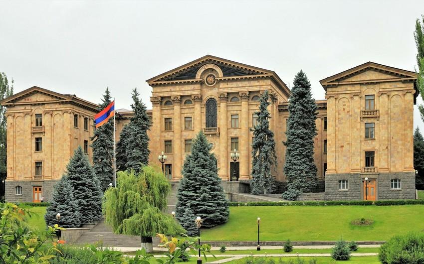 Ermənistan parlamentinin Aparat rəhbəri istefa verib