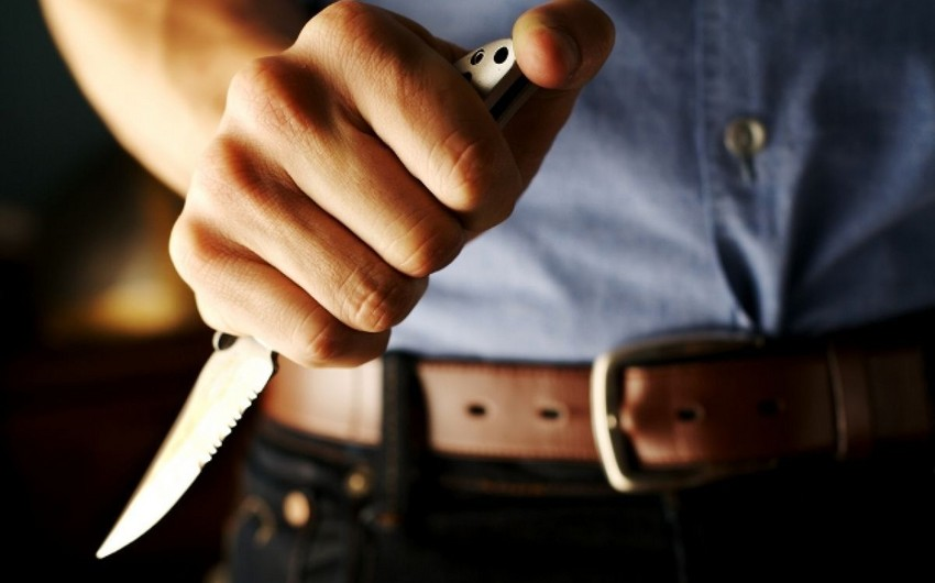 Bakıda gənc oğlan iki qonşunu bıçaqlayıb
