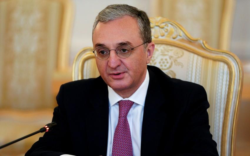 Экс-глава МИД Армении намерен вывезти семью из страны