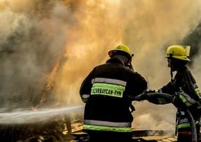 Пожар в жилом здании в Баку, жители эвакуированы