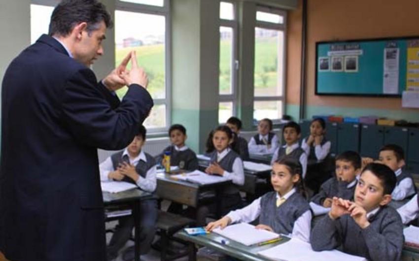 Azərbaycanda muzdlu işçilərin 23%-i təhsil sahəsində çalışır