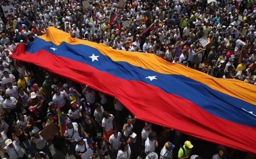 Venesuelada küçə etirazları qadağan olunub