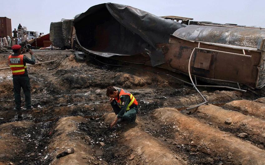 Pakistanda neft sisterninin yanması nəticəsində ölənlərin sayı 152 nəfərə çatıb - VİDEO - YENİLƏNİB