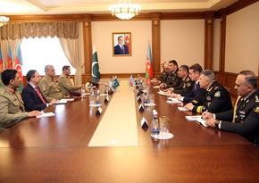 Azerbaijani Defense Minister meets with Chief of Pakistani Army Staff
