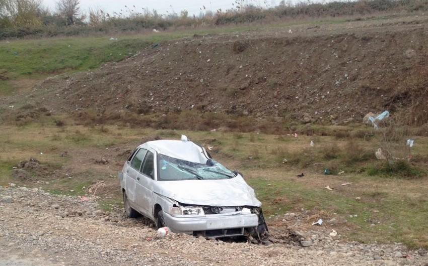 Bərdədə minik avtomobili aşıb, qadın sərnişin ölüb - YENİLƏNİB - FOTO